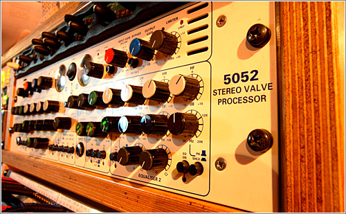 5052 Stereo Valvle (CC) Ewan Topping @ Flickr