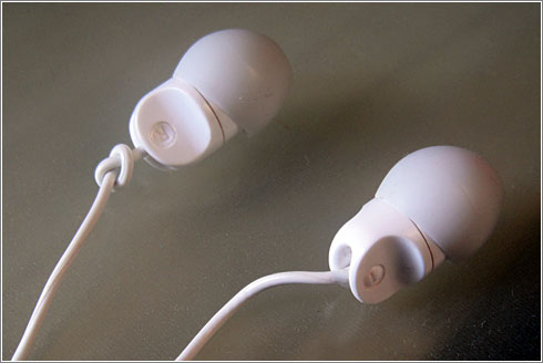 Identificar los auriculares izquierdo y derecho mediante un simple nudo
