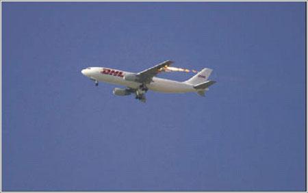 A330 de DHL poco después del impacto