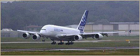 A380 tomando tierra tras su último vuelo de prueba © Airbus