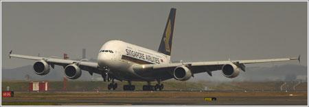 El primer A380 aterrizando en Sydney / Foto por `Bobesh