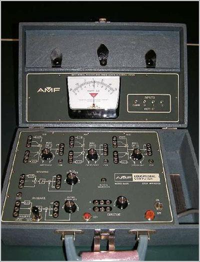 Ordenador analógico AMF 665/D