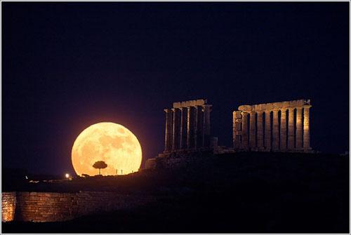 La salida lunar del solsticio en Cabo Sunión por Anthony Ayiomamitis (TWAN)