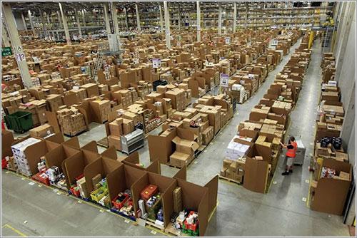 Caos organizado en un almacén de Amazon