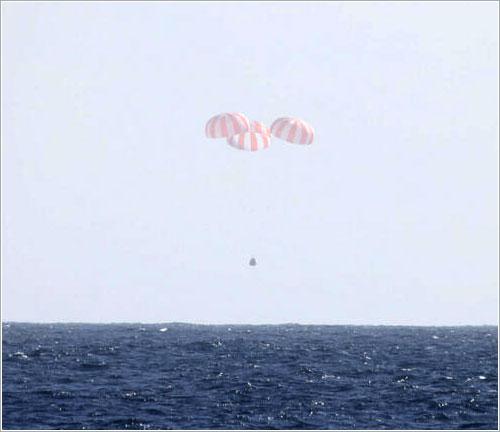 La Dragon CRS-2 segundos antes del amerizaje - SpaceX