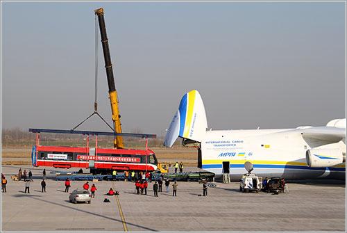 An-225 y un tranvía
