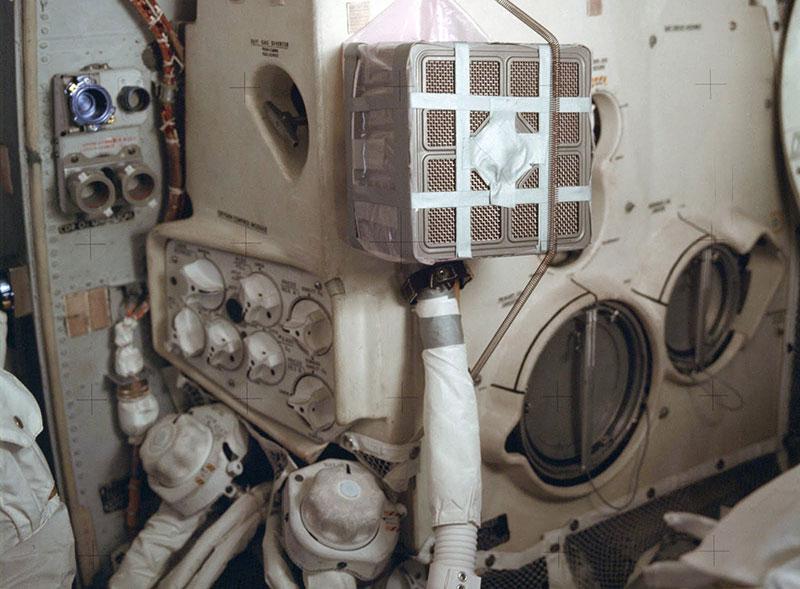Filtro de emergencia en el módulo lunar del Apolo 13