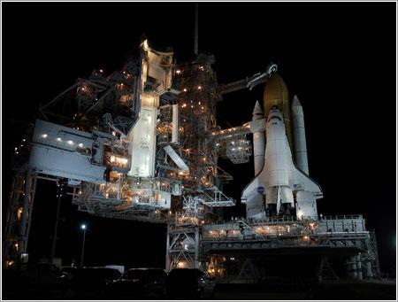Atlantis listo en la plataforma de lanzamiento - NASA/Kim Shiflett
