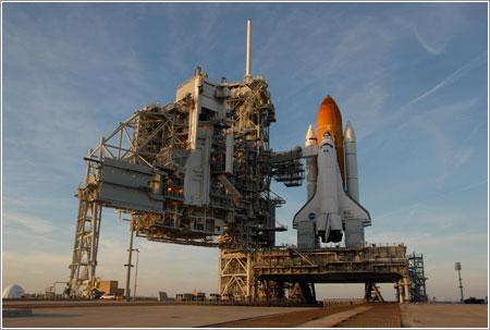 Atlantis esperando a que se solucionen los problemas con los sensores - NASA/George Shelton