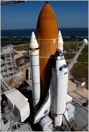Atlantis en la plataforma de lanzamiento - NASA/Kim Shiflett