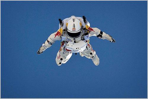 Felix Baumgartner durante un salto de entrenamiento - Luke Aikins