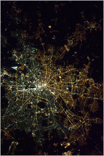 Berlín desde el espacio por la noche