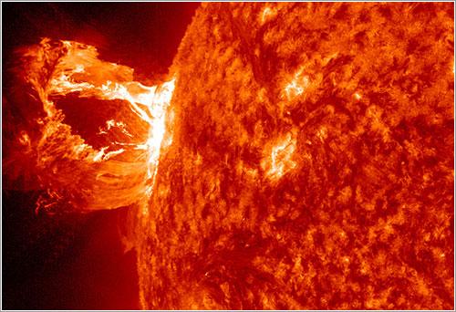 Eyección de masa coronal del 16 de abril de 2012