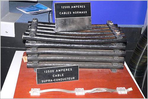 Cables del LEP y del LHC - Foto (CC) por Rama