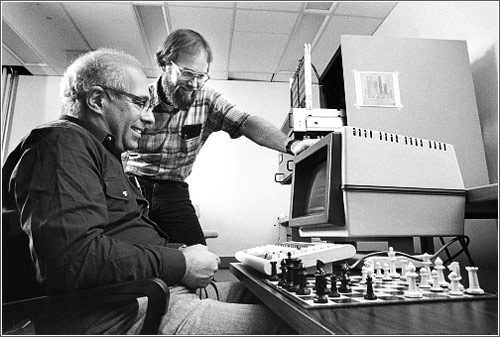 Hans Berliner (left) and Carl Ebeling developers of the HiTech computer chess system at Carnegie Mellon University © Bill Redick @ Computer History Museum