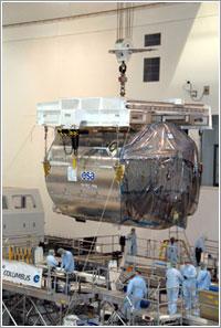 El laboratorio Columbus en pleno traslado / ESA
