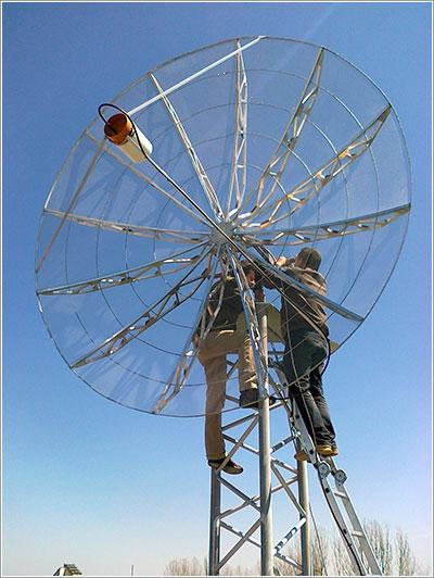La antena para recibir señales del Goliat - ROSA