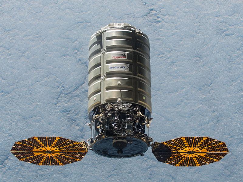 La Cygnus 04 aproximándose a la EEI