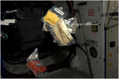Desayuno en la ISS - ESA/NASA