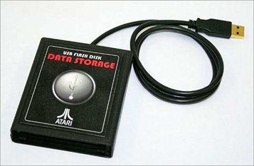 Disco USB en cartucho de Atari 2600 por Robotic Evil, Inc.
