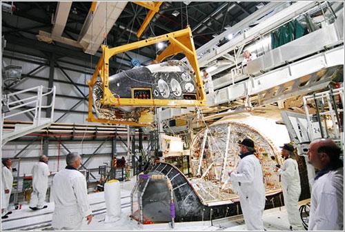 El Discovery siendo preparado para su retiro - NASA