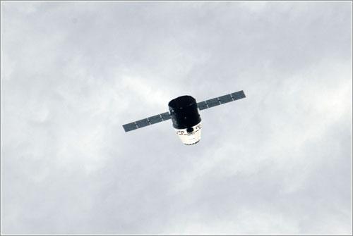La Dragon aproximándose a la ISS - NASA