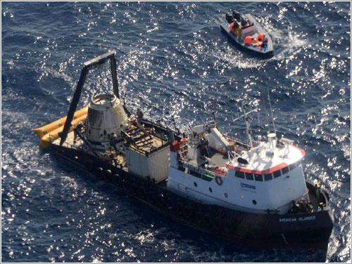 La Dragon ya en el barco que la recuperó - SpaceX