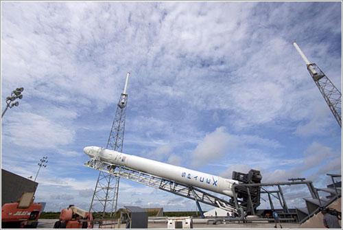 Levantando el cohete - NASA