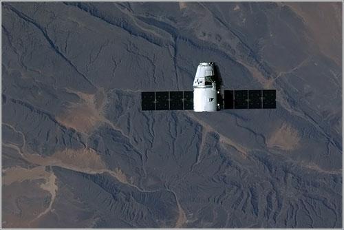 La Dragon sobre África durante su aproximación - NASA