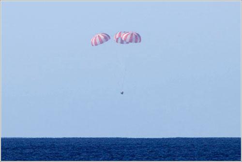 La cápsula a punto de amerizar - Michael Altenhofen/SpaceX