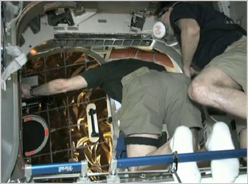 Entrando en la Dragon por primera vez - NASA