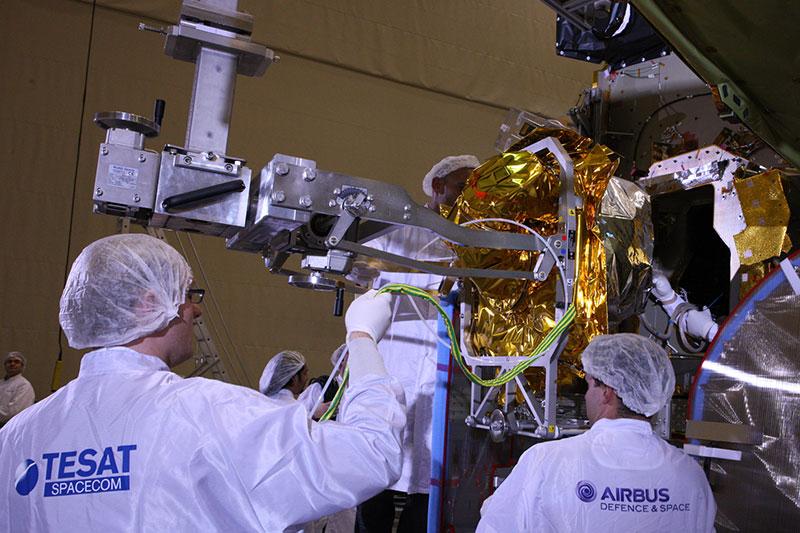 Instalación del terminal EDRS en el Eutelsat–9B