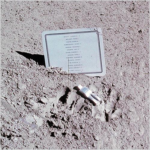 El astronauta caído por Paul Van Hoeydonck