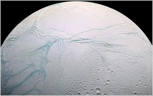Polo sur de Encélado en color falso - NASA/JPL-Caltech