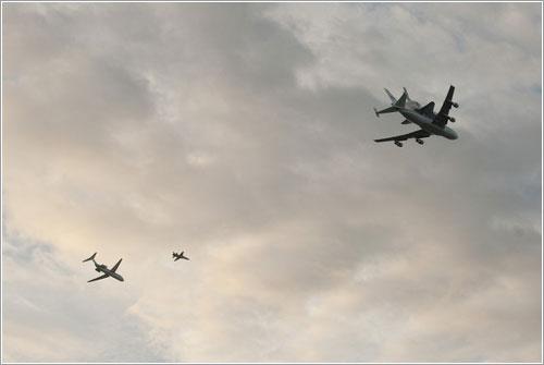 Endeavour, el SCA, y los aviones de apoyo - NASA