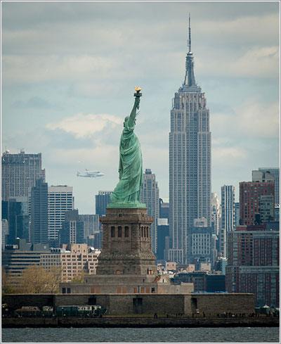 El Enterprise sobre Nueva York - NASA/Bill Ingalls