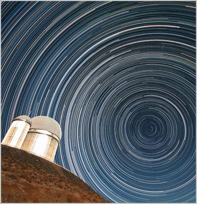 Trazos de estrellas sobre el telescopio de 3,6 metros