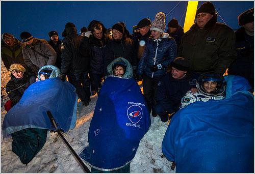 Los tres astronautas sentados - NASA/Bill Ingalls