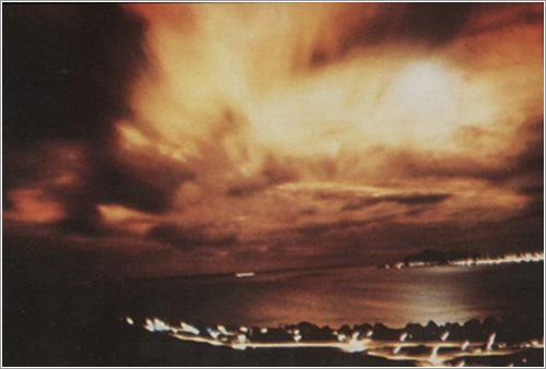 Una explosión nuclear en el espacio vista desde 1.455 kilómetros de distancia