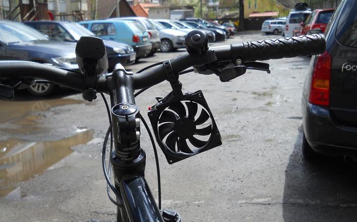 Cómo construir un cargador eólico de móvil para instalar en la bicicleta