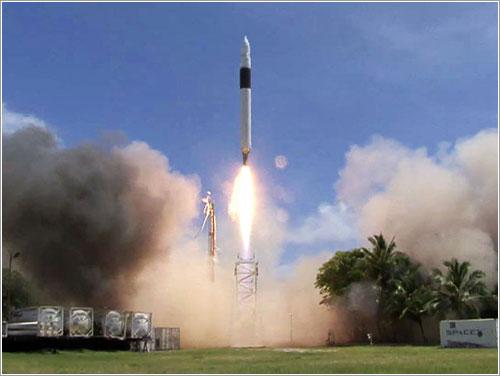Falcon 1 despegando © 2008 Space Exploration Technologies Corp.