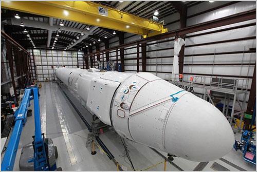 La Dragon acoplada al Falcon 9 - SpaceX