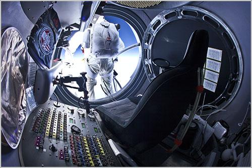 Felix Baumgartner en el momento de saltar