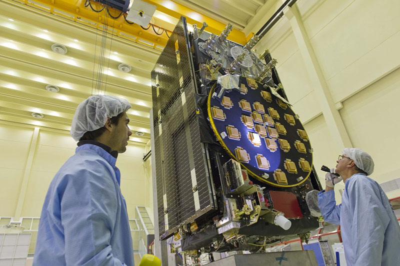 Uno de los satélites a inspección
