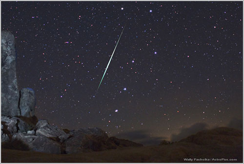 Meteor in the Desert Sky  por Wallly Pacholka
