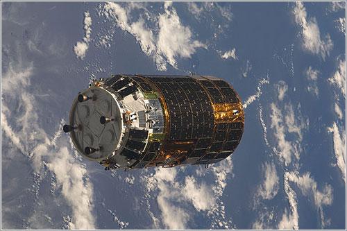 El primer HTV llegando a la ISS - NASA