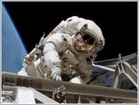Heidemarie Piper en su primer paseo espacial © NASA