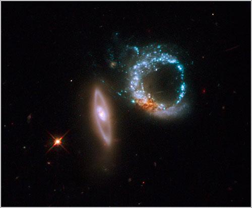 Arp 147 fotografiada por el Hubble - NASA, ESA and M. Livio (STScI)