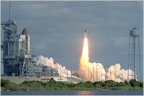 Lanzamiento de la misión STS-31 - NASA