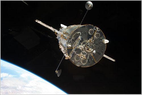 Suelta del Hubble tras la misión STS-125 - NASA